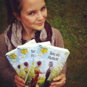 """Lina Kaiser mit ihrem zweiten Roman """"Tanz ins Flutlicht"""""""