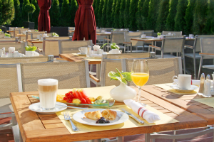 Crowne Plaza Berlin City Centre - Terrasse Frühstück © Crown Plaza Berlin